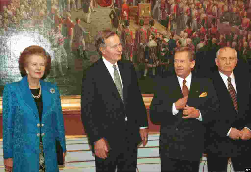 Margaret Thatcher, former U.S. President George Bush, Czech President Vaclav Havel, and former Soviet President Mikhail Gorbachev before a dinner at Prague Castle in November 1999