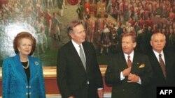 Гавел с Джорджем Бушем-ст., Маргарет Тэтчер и Михаилом Горбачевым