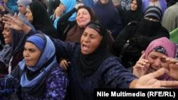 نساء غاضبات بعد إعلان أحكام بإعدام 38 من جماعة الإخوان المسلمين
