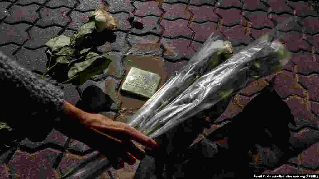 В Україні «камені спотикання» можна знайти у Рівному (п'ять каменів були встановлені у 2018 році) та Переяславі-Хмельницькому (6 каменів встановили у 2009 році та ще 3 – у 2017-му)