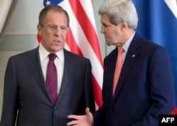 Lavrov (solda) və Kerry