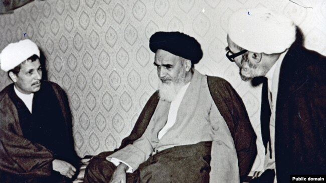 Akbar Hashemi Rafsanjani (left) and Supreme Leader Ruhollah Khomeini (center) in an undated photo