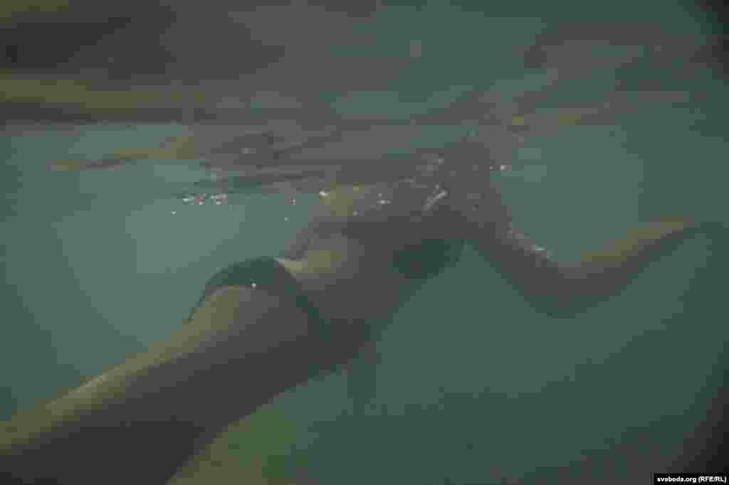 З тых часоў націск вады крыху зьменшыўся — цяпер за суткі тут зь нетраў зямлі падымаецца пяць тысяч кубічных мэтраў вады.