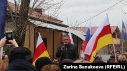 Анатолий Бибилов на митинге в свою поддержку