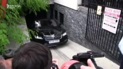 Mașina cu geamuri fumurii în care s-ar afla Liviu Dragnea