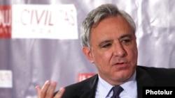 Former Armenian Foreign Minister Vartan Oskanian