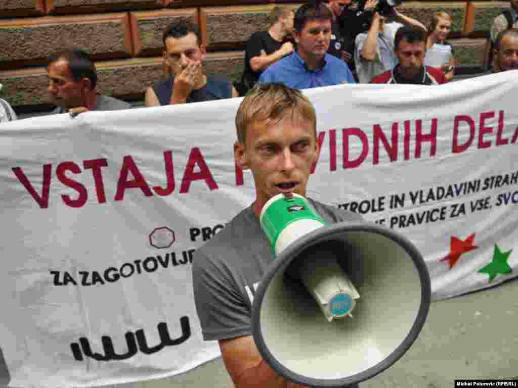 FOTO: Midhat Poturović - Ispred Ministarstva vanjskih poslova