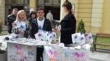 """Илустрација. Членови на здружението """"Живот со предизвици"""" во кое членуваат луѓе со ретки болести во Македонија."""