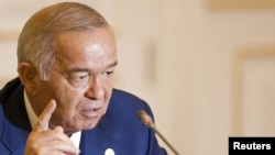 Uzbekistan - President Islam Karimov speaks at a news briefing after the SCO summit in Tashkent, 11Jun2010