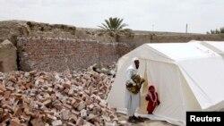 تصویری از زلزلهزدگان استان سیستان و بلوچستان