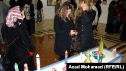 """زوار في أروقة معرض """"لعبة الألوان والبراءة"""" في السليمانية"""
