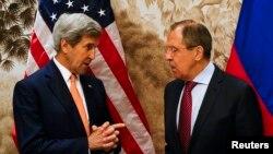 Держсекретар США Джон Керрі (л) та міністр закордонних справ Росії Сергій Лавров у Відні, 16 травня 2016 року