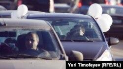 """Участники автопробега """"Белое кольцо"""", Москва, 29 января 2012 г"""