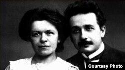Ajnshtajn me bashkëshorten