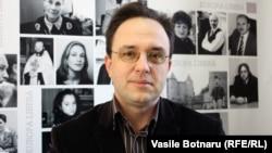 Petre Guran în studioul Europei Libere la Chișinău