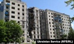 Разрушенный многоэтажный дом в Лисичанске, Луганская область Украины