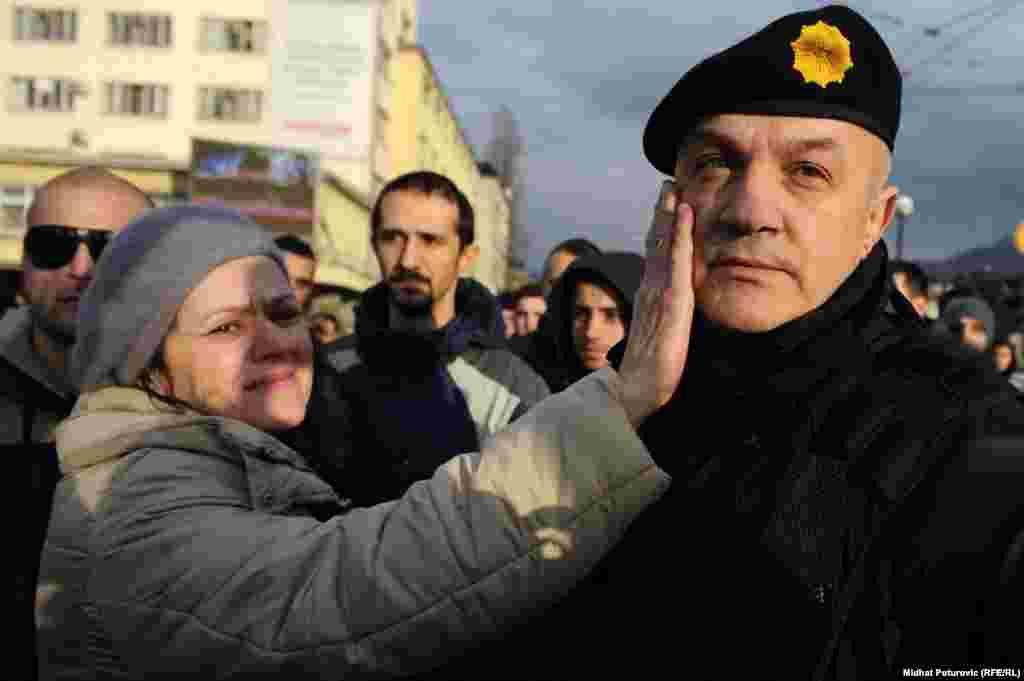 """""""Общение"""" народа с полицией. Сараево, 6 февраля"""