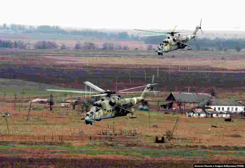 Russian attack helicopters buzz a village in Chechnya. Use of long-range weaponry resulted in relatively easy gains for the Russian forces, but heavy civilian casualties.