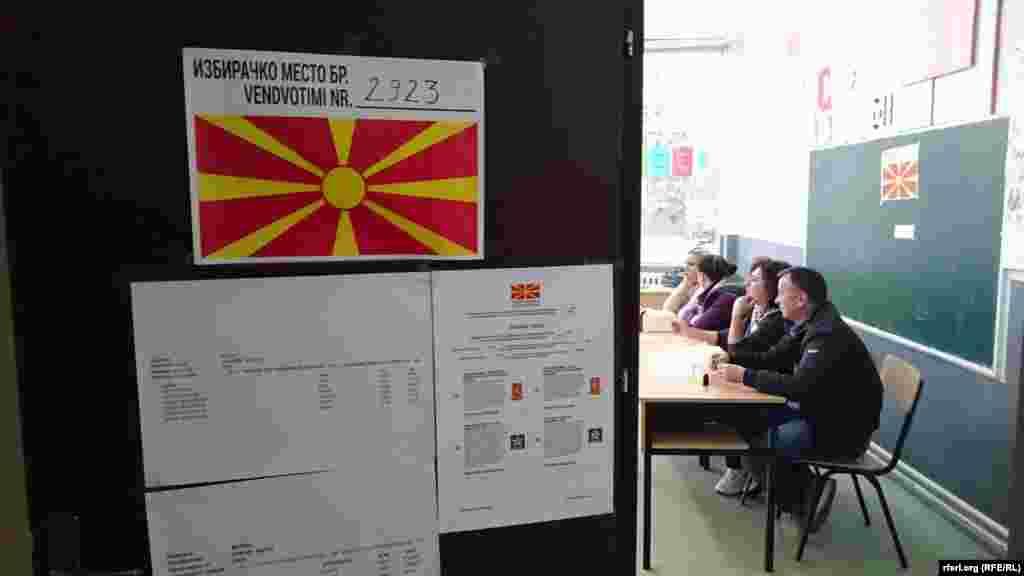 Гласањето во вториот круг од локалните избори во Македонија, според ДИК, почна навреме и без проблеми. Во овој втор круг, за градоначалничката функција во 35 општини се натпреваруваат 70 кандидати.