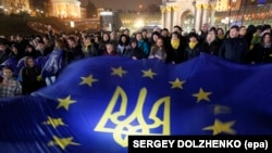 Ukrainians wave an EU flag during the first days of protests in Independence Square in downtown Kyiv on November 22, 2013.