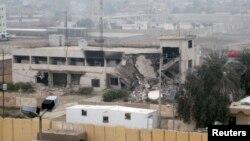 مبنى الإدارة المحلية في الفلوجة ويظهر قد طاله التدمير (السبت 3/4/2014)