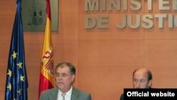 وزرای کشور و دادگستری دولت سوسياليست اسپانيا در کنفرانس مطبوعاتی که در شهر مادريد برگزار شد.