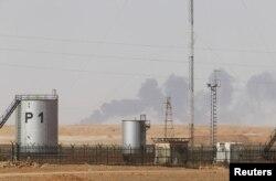 Дым над газовым месторождением в Алжире в 2013 году после нападения боевиков
