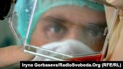 Луганським лікарям пропонують ставку в близько 100 тисяч рублів (близько 36 тисяч рублів)