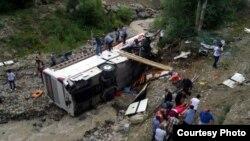 В Эрззурум перевернулся туристический автобус. Погибли 5 человек. Один из погибших - гражданин КР. Фото с места происшествия www.habersonan.com