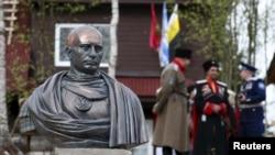 Busti i Vladimir Putinit ku ai paraqitet si perandor romak