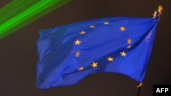 Ukraine -- A EU flag flies above Independence Square illuminated by green lights in central Kyiv, December 17, 2013