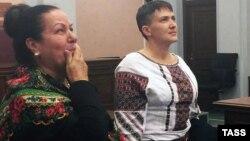 Москва, 26 октября 2016года, тетя Станислава Клыха и Надежда Савченко (слева направо) на заседании Верховного суда России