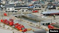 """Пожарные машины готовятся к отправке на АЭС """"Фукусима"""""""