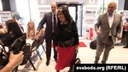 Сафія Гройсман заходзіць у парфумэрную краму