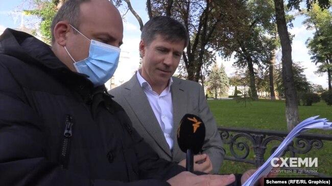 Журналіст показав депутатові його ж звернення до податкової: «Ось дивіться, 12 вересня до податкової служби»