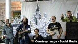 """Группа """"Аркадий Коц"""" на концерте в поддежку политзаключенных"""