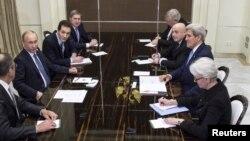 Встреча президента России Владимира Путина и госсекретаря США Джона Керри