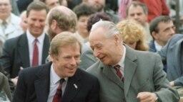 Вацлав Гавел и Александр Дубчек, 1990 год