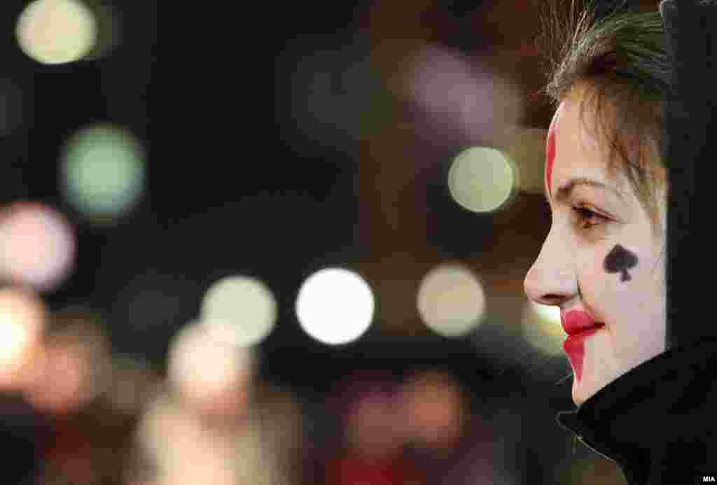 """U Strumici je održan 5. dnevni festival pod maskama, tradicionalni """"Strumički Karneval"""". Na otvaranju ovogodišnjeg festivala učestvovalo je više od 550 maskiranih lica. Foto: MIA - Makedonska informativna agencija"""