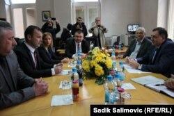 Milorad Dodik sa delegacijom na sastanku sa novim načelnikom Srebrenice