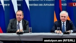 Министры иностранных дел России и Армении, Сергей Лавров и Эдвард Налбандян, во время совместной пресс-конференции в Ереване, 21 ноября 2017 г.