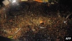 إحدى تجمعات التونسيين الاحتجاجية السابقة في ساحة رئيسية في العاصمة تونس