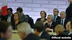 В силу того, что подходы Европейского союза и подходы России к странам «Восточного партнерства» несколько разнятся, то некий крен Армении в сторону России вызван, в том числе, и фактором самосохранения