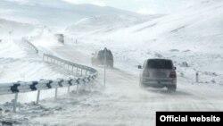 Ձյունածածկ ավտոճանապարհ Հայաստանում, հունվար, 2015թ․