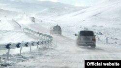 Ձյունածածկ ավտոճանապարհ Հայաստանում, հունվար, 2016թ․