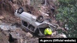 Автомобиль, уничтоженный в результате наводнения в Ялте