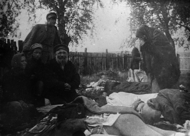 Жертвы погрома. Черкассы. 23 июня 1920. Фото: Центральный государственный кинофотофоноархив Украины имени Г. С. Пшеничного