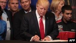 گفته می شود، دونالد ترامپ هنوز در خصوص طرح پیشنهادی تصمیم قطعی نگرفته است.