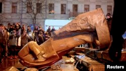 A Lenin statue in Kyiv toppled by protesters on December 8.