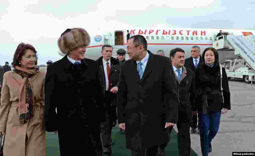 Атамбаев Өзбекстан менен чектөөлөрдү алууга мезгил келгенин айтты.
